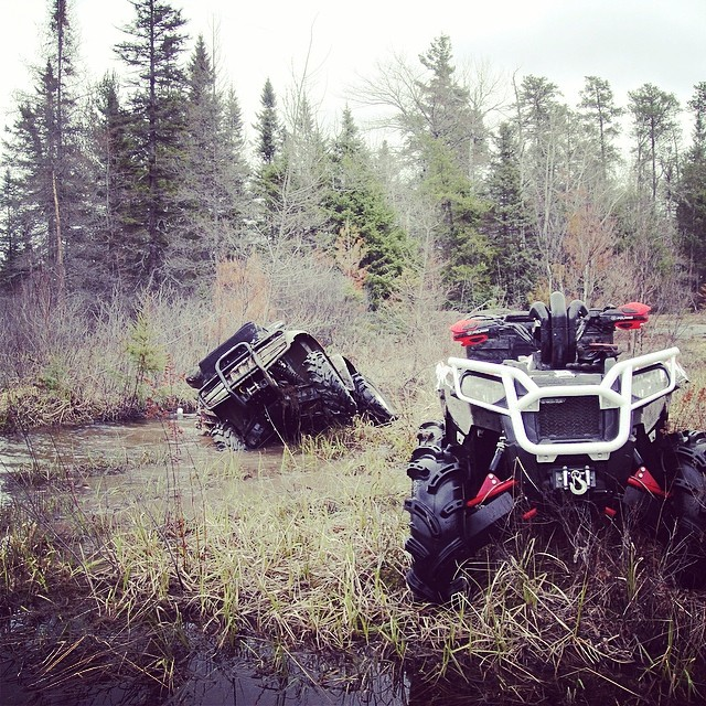 @timmerlegrand flexing for a poser shot or did he just fall off? #swampdonkeys #scrambler850 #arcticcat #catvos #gorillaaxle