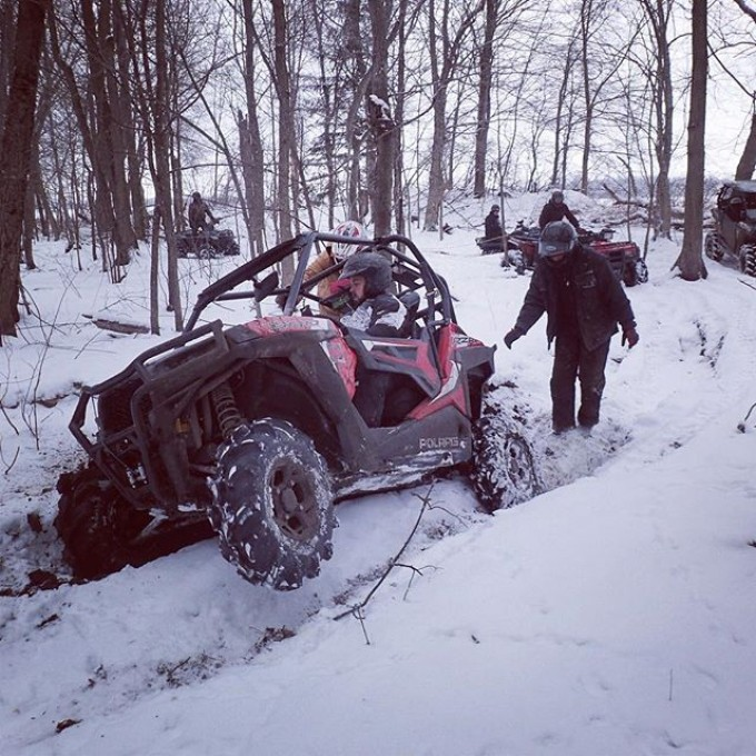 @webez9 #rzr tearing thru a mud hole today on the #GLATV trails #SwampDonkeys
